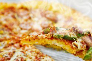熱々のピザ加工後